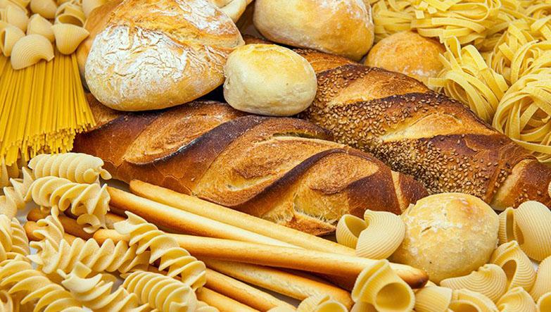 farklı türde ekmekler