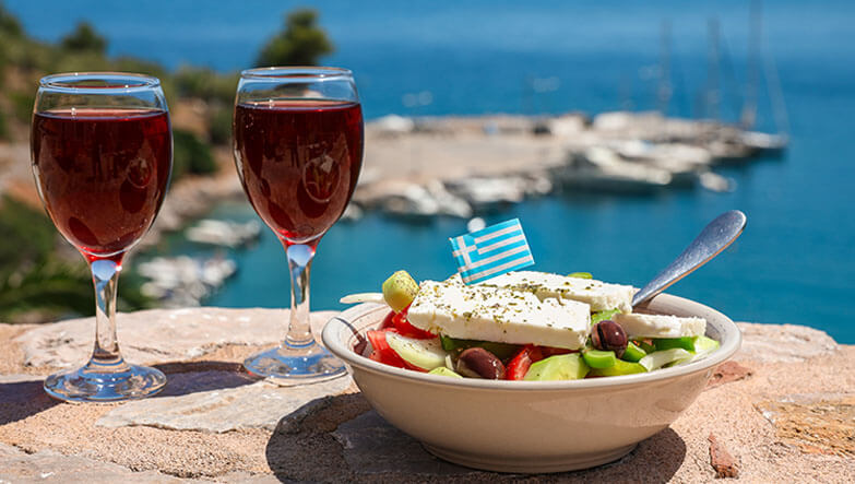 yunan salatası ve şarap