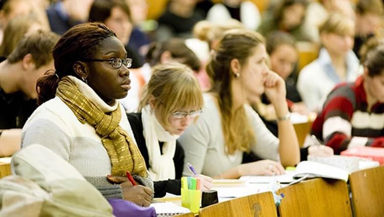 almanyada üniversite okuyan gençler