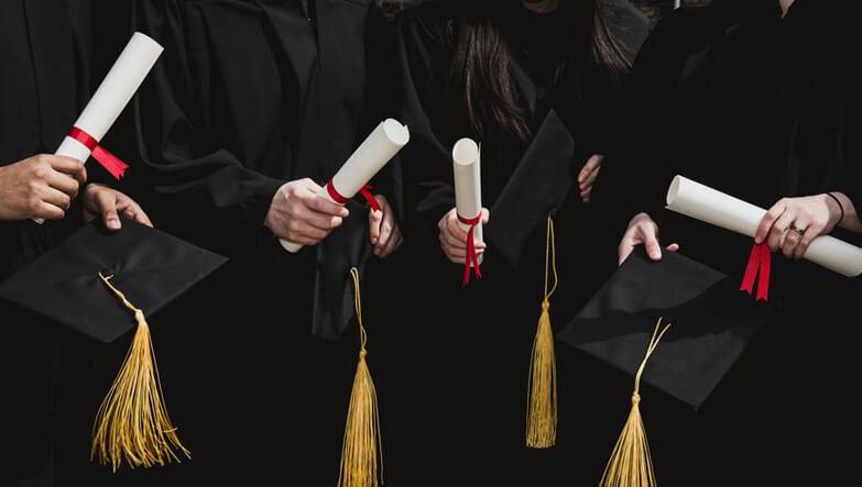 mezun olmuş öğrenciler