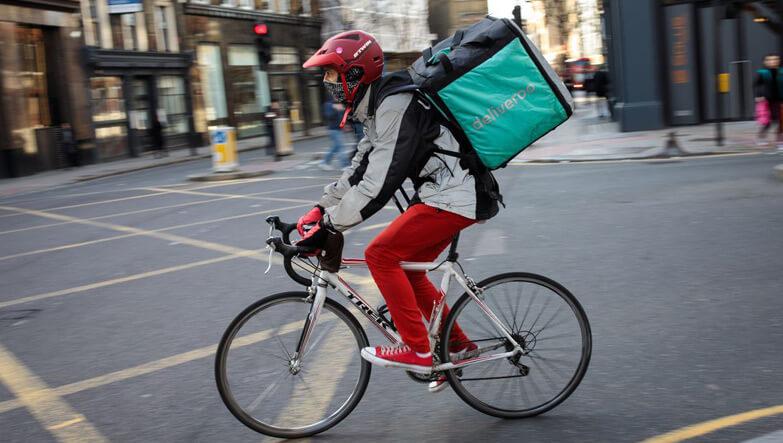 bisiklet süren adam